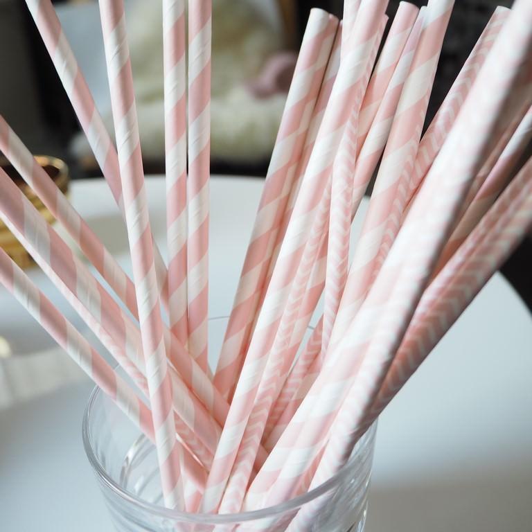 Słomki papierowe pudrowo-różowe paski