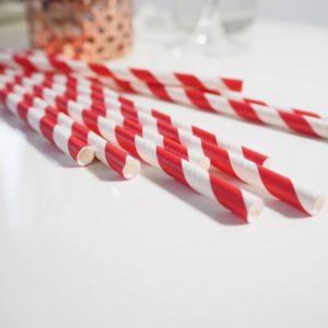 Słomki papierowe w czerwone paski