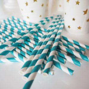 Słomki papierowe w turkusowe paski
